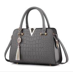 longmiao Fashion Designers Ladies Crocodile Pattern Tassel Bag Bolsas Femininas Famous Brand V Metal Tote Leather Handbags Luxury Handbags, Purses And Handbags, Leather Handbags, Cheap Handbags, Designer Handbags, Cheap Purses, Cheap Bags, Popular Handbags, Luxury Purses