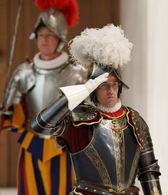 Swiss Guard -Daniel Anrig,commander of the Swiss Guard. Conquistador, Le Vatican, Swiss Guard, Religion, Best Of Italy, Landsknecht, Sistine Chapel, Military Personnel, Medieval Fashion