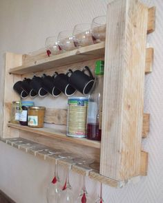 Here are beautiful shelves and racks ideas shows for you try it and update your kitchen with diy pallet kitchen projects. Recycled Pallets, Wooden Pallets, Wooden Diy, Diy Wood, Wooden Pallet Projects, Diy Pallet Furniture, Pallet Ideas, Diy Projects, Wood Ideas