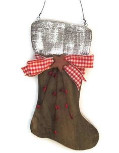 Are you having a primitive Christmas this year? How cute would this look with your holiday decor? Charming Rustic Santa Boot from Reclaimed by WhatsInGrampasShack Primitive Christmas, Christmas Wood Crafts, Pallet Christmas, Christmas Deco, Country Christmas, Christmas Projects, Winter Christmas, Holiday Crafts, Holiday Decor