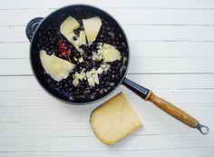 Frijoles picantes con Old Amsterdam. http://www.lasrecetasdesara.com/2012/11/frijoles-picantes-con-old-amsterdam.html