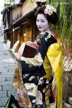 Geisha in Gion district, Kyoto, Japan
