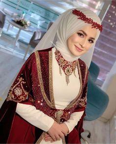 Bridal Hijab, Hijab Bride, Wedding Hijab, Stylish Dress Designs, Stylish Dresses, Hijab Fashion, Fashion Dresses, Moslem Fashion, Asian Bridal Dresses