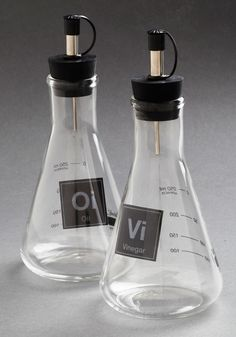 Elemental, My Dear Container Set. As an organic chemist, you put your lab skills to good use while experimenting in the kitchen with this Erlenmeyer flask set. Cool Kitchen Gadgets, Home Gadgets, Kitchen Items, Cool Kitchens, Kitchen Decor, Kitchen Tools, Cute Kitchen, Vintage Kitchen, Retro Vintage