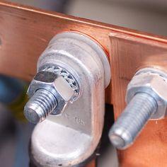 Наличие защитного заземления – одно из основных требований электробезопасности. Надежность заземляющих элементов контролируют специалисты электролаборатории, проводя измерение металлосвязи. Согласно действующим нормам и правилам, такая проверка обязатель