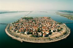 Η μικρή Βενετία της Ελλάδας: Το μικρό νησάκι καταμεσής της λιμνοθάλασσας που εντυπωσιάζει - Daddy-Cool.gr
