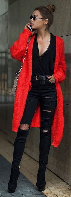 Black top with distressed skinny jeans and cardi. | Street Style | Red cardigan - all black