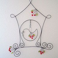 This is a MUST for Aubrey and Lynnette - on a smallish scale. Wire Hanger Crafts, Wire Hangers, Wire Wrapped Jewelry, Wire Jewelry, Chicken Wire Crafts, Wire Wall Art, Wire Jig, Wire Ornaments, Wire Weaving