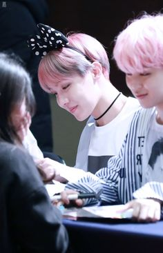 Can we just take a moment to recognize jimin looking at an army???