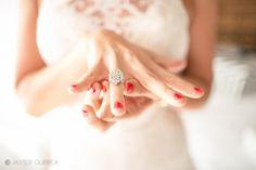 Fotógrafo de bodas. Boda en la playa. El anillo de pedida. The ring
