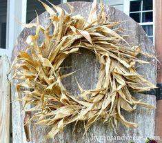 Easy Fall Wreaths, Diy Fall Wreath, Wreath Ideas, Thanksgiving Wreaths, Thanksgiving Decorations, Seasonal Decor, Cool Diy, Easy Diy, Corn Husk Wreath