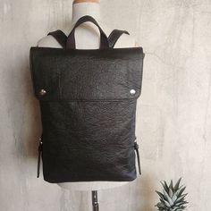 Oddychający lekki elastyczny trwały i wodoodporny. Pinatex i moja kolejna wersja jego zastosowania. @pinatex #piñatex #pinatexbag #madefrompiñatex #slowlife #slowfashion #vege #sustainablefashion #gorzkowicz #backpack Maze, Leather Backpack, Backpacks, Fashion, Moda, Leather Backpacks, Fashion Styles, Labyrinths, Backpack