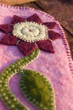 Penny Rug Series: Felted Wool Maroon Flower by LittleHouseHomeArts Felted Wool Crafts, Felt Crafts, Fabric Crafts, Hand Applique, Felt Applique, Felt Flowers, Fabric Flowers, Wooly Bully, Wool Quilts