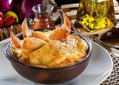 The Hirshon Chilean Crab Casserole - Pastel de Jaibas - ✮ The Food Dictator ✮ Quiches, Fish Recipes, Snack Recipes, Dinner Recipes, Chilean Recipes, Chilean Food, Crab Casserole, Pisco Sour, Gastronomia