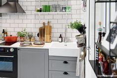 Scandinavian studio apartment inspiring a cozy, inviting ambiance Studio Apartment Kitchen, Studio Apartment Layout, Studio Kitchen, Kitchen Design, Modern Grey Kitchen, Grey Kitchens, Cool Kitchens, Grey Kitchen Cabinets, Ikea Kitchen