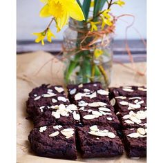 SOUR CHERRY and CHILI BROWNIES. Believe it or not: no flour, no sugar and almost no fat!