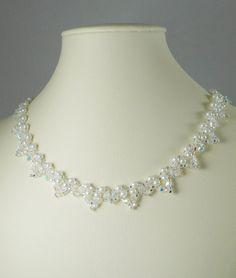 Gewebte Swarovski Kristall Halskette in Crystal AB.    Mein Lieblings gewebte Perlenkette-Design in wunderschönen Farben gemacht. Es ist eine klassische gewebte Perlenkette hat aber den zusätzlichen Glanz aus Swarovski-Kristallen in AB. Ich habe sicher gewebt mit cremigen weißen Wachsperlen und winzigen Silber gesäumten Glas Rocailles Swarovski-Kristalle verwendet. Die Gesamtlänge beträgt 17,5 lange mit einem Feder-Ring-Verschluss. WIEDER BAUMELT sind nicht enthalten, finden Sie separate…
