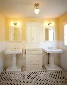 Vintage lighting, Pedestal sinks, built-ins, and tile Yellow Bathrooms, White Bathroom, Master Bathroom, Bathroom Wall, Bathroom Ideas, His And Hers Sinks, Black And White Tiles, Yellow Black, Mid Century Bathroom