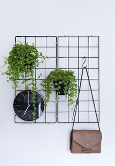 Have several metal rack storages lying around? Re-use or re-purpose them again with ten helpful metal rack ideas to store things neatly here. Simple Apartment Decor, Diy Home Decor, Apartment Ideas, Diy Wanddekorationen, Apartment Plants, Green Apartment, Metal Rack, Metal Grid, Expensive Houses