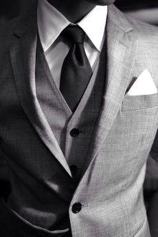 Estos traje gris es perfecto. Es bonito y muy formal. Puedes llevar con unos zapatos formal. Pienso llevar estos traje en la trabaja.