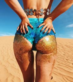 THE GLITTER BOOTY I glittered up the beautiful booty queen @sophiamoreno7 in @thegypsyshrine GOLD CHUNKY GLITTER ✨✨ for our little early morning desert shoot ✨ She looks amaze!! by Me ❤️ Wearing @claudiapink Top & @thisisrosabloom sparkle hot pants ✨
