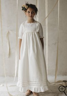 Trends and styles of communion Kids Dress Wear, Kids Gown, Dresses Kids Girl, Kids Outfits, Flower Girl Dresses Country, Baptism Dress, Communion Dresses, Sweet Dress, Birthday Dresses