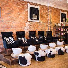 New pedicure salon ideas interior design nail station ideas Home Nail Salon, Nail Salon Design, Nail Salon Decor, Hair Salon Interior, Spa Interior, Beauty Salon Decor, Salon Interior Design, Beauty Salon Design, Beauty Salons