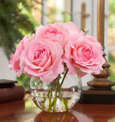 love the simplicity of this Pink rose floral arrangement. (Love to see this with red)