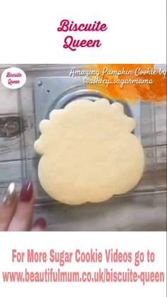 Amazing Pumpkin Cookie by Soft Sugar Cookie Recipe, Pumpkin Sugar Cookies, Halloween Sugar Cookies, Chewy Sugar Cookies, Best Sugar Cookies, Iced Cookies, Cookies Et Biscuits, Cookie Recipes, Sunflower Cookies