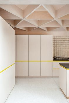 Leuk plafond - Scale of Ply by NOJI Architects - Layout Design, Küchen Design, House Design, Wood Interiors, Office Interiors, Interior Design Kitchen, Interior And Exterior, Plywood Interior, Plafond Design