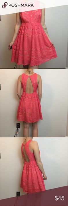 Free People Pink Sleeveless Lace Summer Dress Free People Dress size 4, lined and has a zipper closure. Sleeveless and worn lightly a few times. Free People Dresses