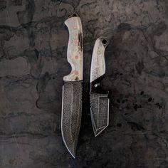 """VORN Knives (@vorn_knives) on Instagram: """"VORN DÝR and Rakkr Moose Antler Ironwood / Elk Antler #customknives #knivesdaily #knifeporn…"""""""