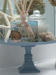 Decorated Chaos: Make Your Own Display Stand. #decor #beachtheme #bathroom