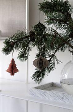 Natural Christmas Tree, Christmas Branches, Winter Wonderland Christmas, Christmas Tree Toppers, Scandinavian Christmas, Winter Christmas, Christmas Home, Christmas Decorations, Minimalist Christmas