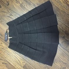 Bandage style skirt Adorable skirt BNWT size medium very couture and adorable Honey Punch Skirts Mini