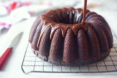 Welcome to King Arthur Flour's Year of the Bundt! We're celebrating this classic American dessert with a variety of recipes throughout the year, and this cake is perfect for all of you chocolate-lovers: Chocolate Fudge Bundt Cake. Chocolate Bundt Cake, Flourless Chocolate Cakes, Chocolate Fudge, Melting Chocolate, Chocolate Cheesecake, Chocolate Sin Gluten, Chocolate Flavors, Craving Chocolate, Chocolate Recipes