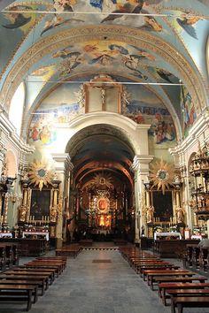 Kalwaria Zebrzydowska - wnętrze bazyliki widok na ołtarz - - Sanktuarium pasyjno-maryjne w