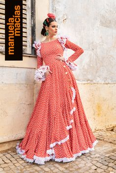 Colección 2019 Manuela Macías Moda Flamenca Flamenco Costume, Flamenco Skirt, Flamingo Dress, Fiesta Outfit, Designs For Dresses, Spanish Fashion, Fashion Forecasting, Daily Dress, Dance Dresses