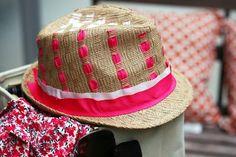 Maak je eigen mode, pimp je (stro)hoed en je bent klaar voor de zomer!  http://www.sheknows.com/beauty-and-style/articles/987133/diy-ribbon-straw-fedora