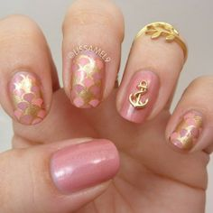 Pink and gold ocean them mani, very mermaid-esque!