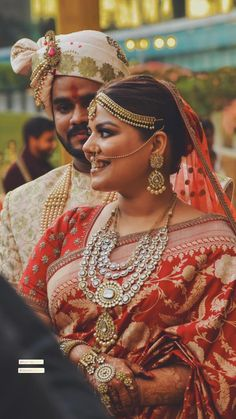 Bride Ditched The Heavy Pastel Lehenga For The Traditional Red Sabyasachi Mukherjee's Saree Sabyasachi Sarees, Red Lehenga, Wedding Looks, Wedding Bride, Wedding Day, Who Is An Entrepreneur, Big Fat Indian Wedding, Pink Gowns, Black Tuxedo
