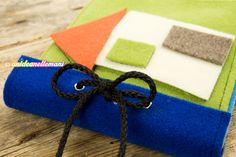libro per bambini in feltro, libro sensoriale per bambini, libro sensoriale feltro, Patch Quilt, Book Activities, Montessori, Sunglasses Case, Projects To Try, Baby, Gift Wrapping, Quilts, How To Make