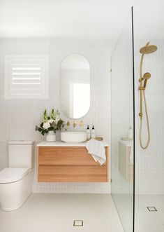 Bathroom ideas, bathroom renovation, master bathroom decor and bathroom organization! Bathrooms can be beautiful too! From claw-foot tubs to shiny fixtures, these are the master bathroom that inspire me the absolute most. Bathroom Renos, Laundry In Bathroom, Bathroom Renovations, Bathroom Ideas, Bathroom Organization, Remodel Bathroom, Master Bathrooms, Bathroom Designs, Dream Bathrooms