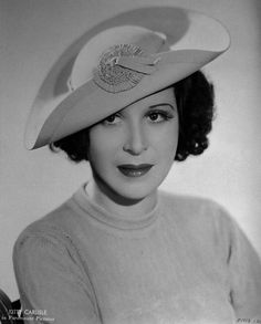 Kitty Carlisle wearing a Daché creation. #vintage #1930s #hats