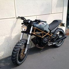 """www.mcimport.it -SOLGT- Ta kontakt for bygging av tilsvarende sykkel. Unik Monster """"Scrambler"""" bygget på Monster 600. Ett smykke av en sykkel. Ta kontakt for mer info. Bygger om andre Monster modeller på bestilling, kan også bygge om din norske mc, ta kontakt for informasjon. Motorsykkelen står i Milano, Italia, og fraktes til Norge i lukket kassebil. Prisen inkluderer alle utgifter i Italia in... Ducati Monster 620, Monster 696, Ducati Monster Custom, Ducati 750, Ducati Cafe Racer, Cafe Racers, Honda Motorcycles, Vintage Motorcycles, Womens Motorcycle Helmets"""