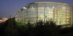 Risultati immagini per lufthansa aviation center frankfurt Frankfurt, Aviation Center, Roof Architecture, Light Project, Visual Comfort, Atrium, Lighting Design, Projects, Architecture