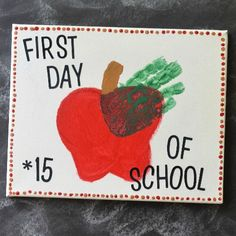Create some excitement and new memories for the school year by kicking it all off with this simple Back To School Handprint Apple Keepsake! Back To School Art, Back To School Crafts, Daycare Crafts, Preschool Classroom, Toddler Crafts, Preschool Activities, Preschool Projects, Classroom Ideas, Kindergarten