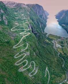 Alpe D Huez, Dangerous Roads, World's Most Beautiful, Climbers, Norway, Landscape Photography, Places To Visit, Around The Worlds, Motorcycle Touring