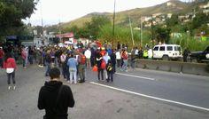 A las 8:30 a.m. los manifestantes acordaron una reunión con las autoridades para resolver el conflicto. Afirmaron que no tienen alimentos de la cesta básica. ...