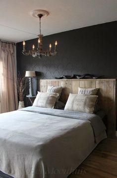Bedroom with quiet brown and gray tones for a rustic atmosphere . Home Bedroom, Master Bedroom, Bedroom Decor, Black Headboard, Hotel Room Design, Bedroom Black, Bedroom Brown, Shabby Chic Bedrooms, New Room